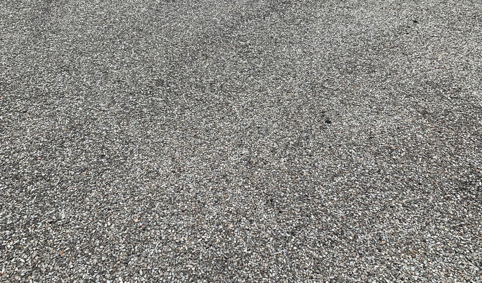 Toit plat en asphalte-gravier