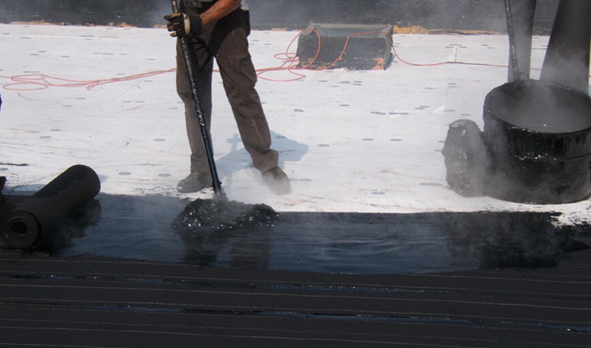 Installation toit plat asphalte-gravier