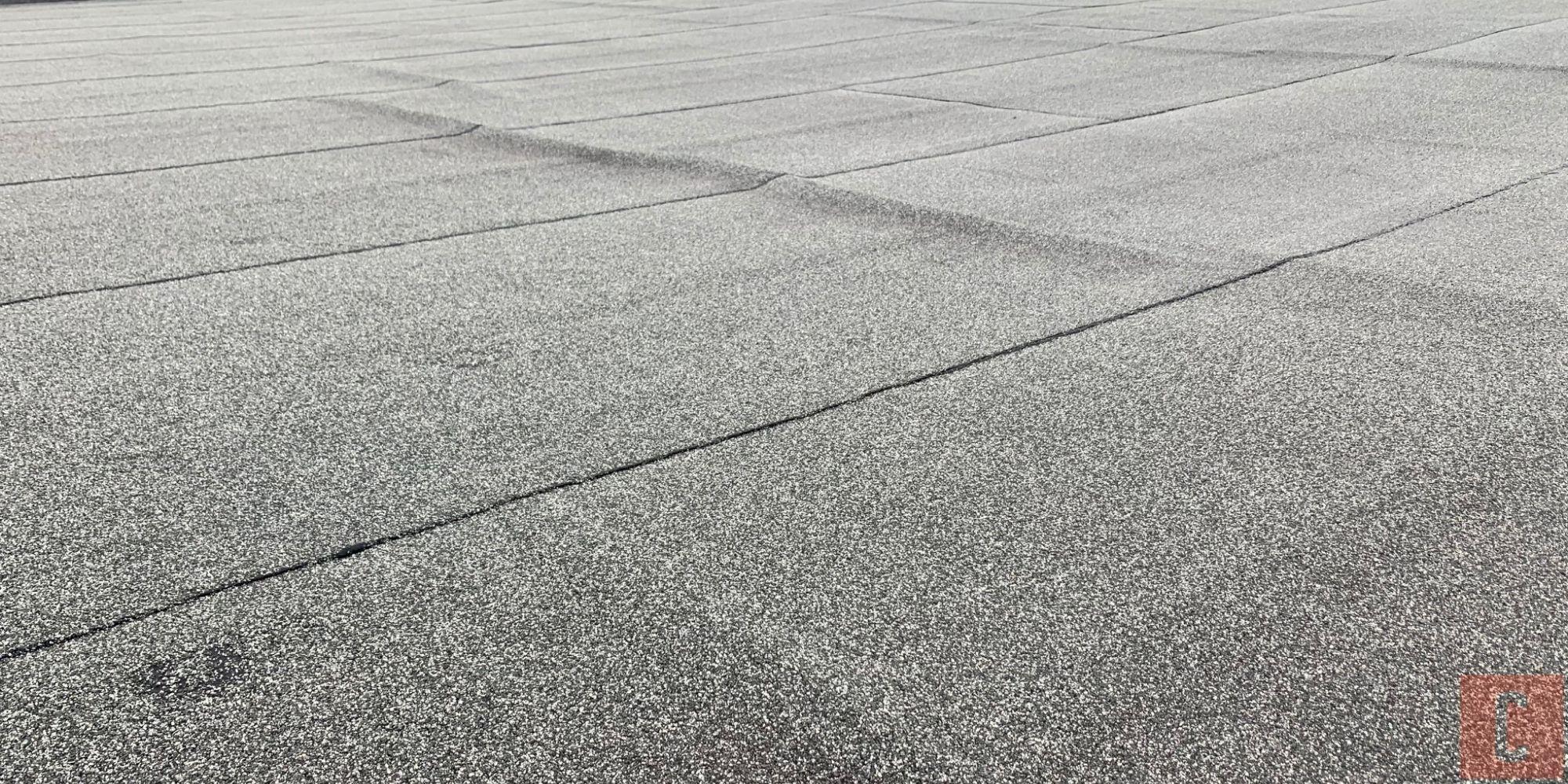 Membrane de toit plat endommagée