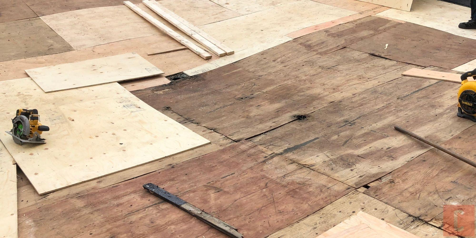 Doublage d'un pontage de bois pour toit plat