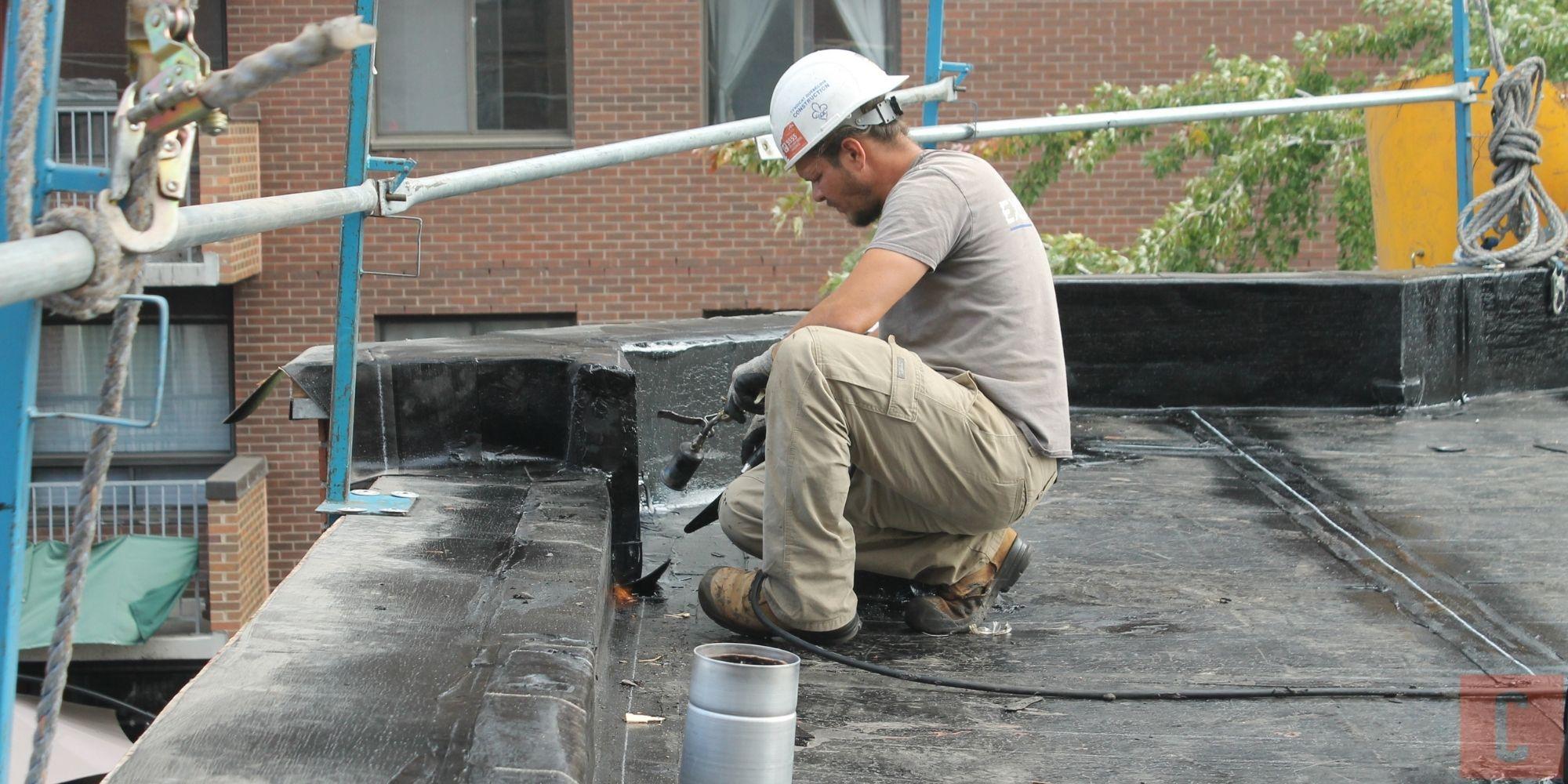 Installation de membrane pour toit plat