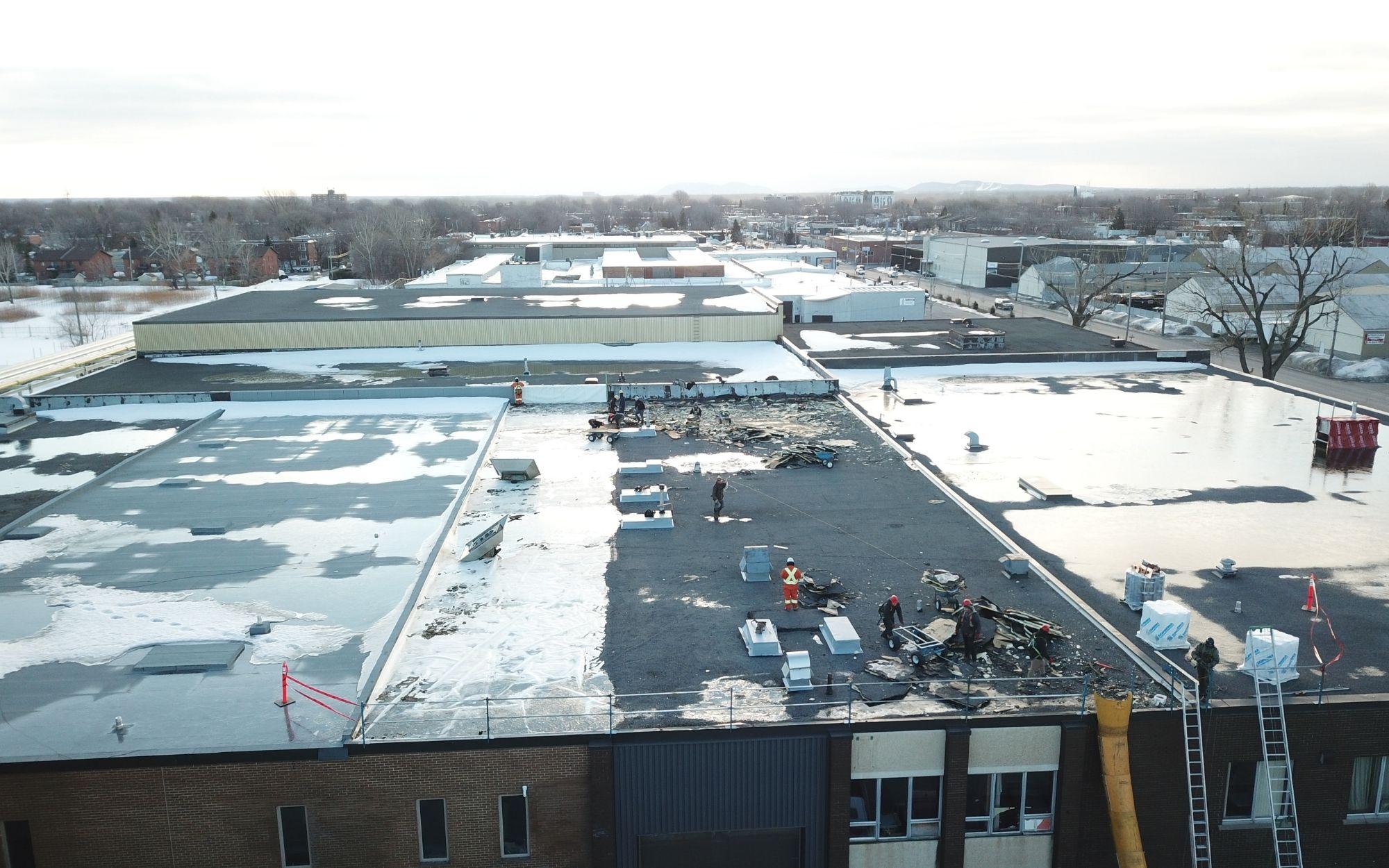 Projet Marien, 2020. Réfection de toits plats en plusieurs étapes.