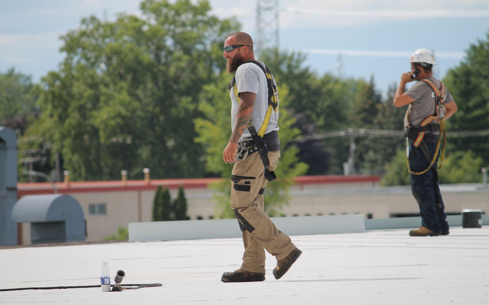 Nos spécialistes assurent le suivi et l'entretien de nos toits plats.